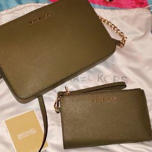 MICHAEL KORS crossbody purse and matching wallet